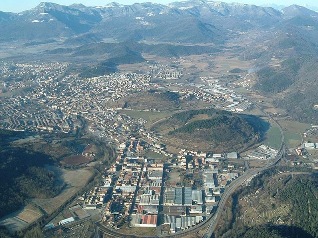 8ada8-Vol-de-coloms-Olot.jpg