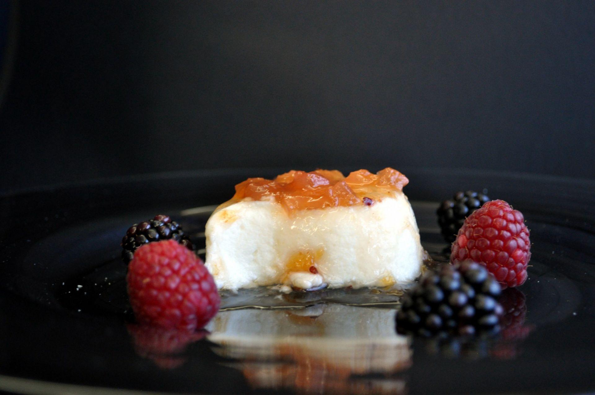 Mousse de iogurt de La Fageda amb melmelada de fruites d'estiu