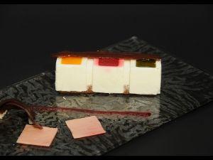 Esponjós de xocolata blanca amb iogurt de La Fageda i salsa de gerds