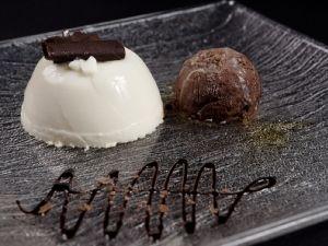 Panacota amb gelat de xocolata amb trossets de xocolata de La Fageda