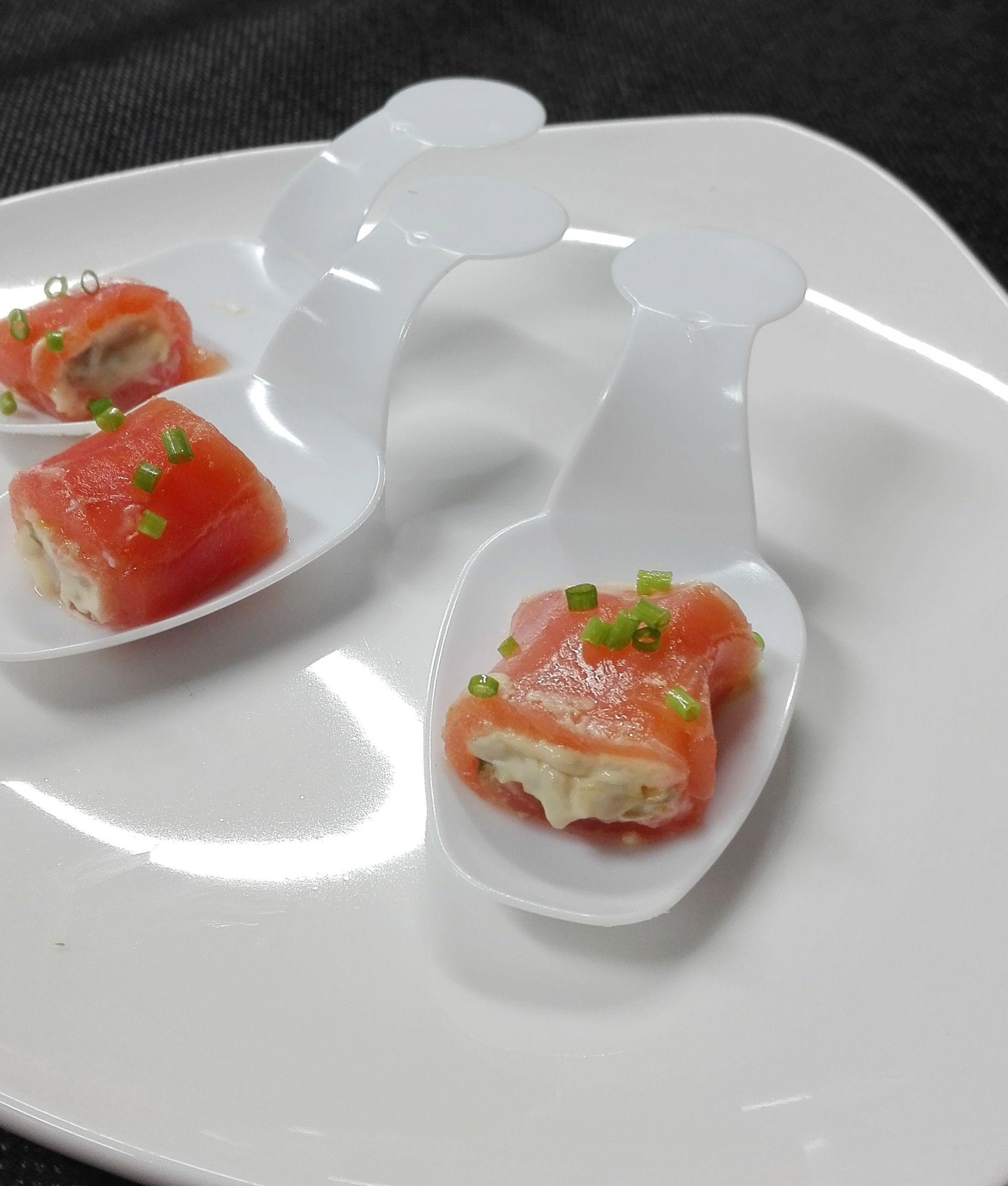 Rotllets de salmó amb salsa tàrtara