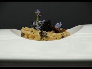 Arròs cremós de ceba tendra i múrgoles amb iogurt de La Fageda