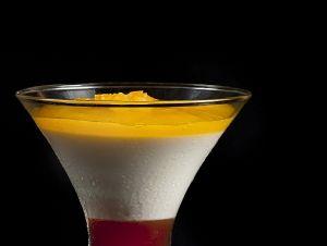 Mousse de iogurt de la Fageda amb taronja sanguina i liquat de caqui