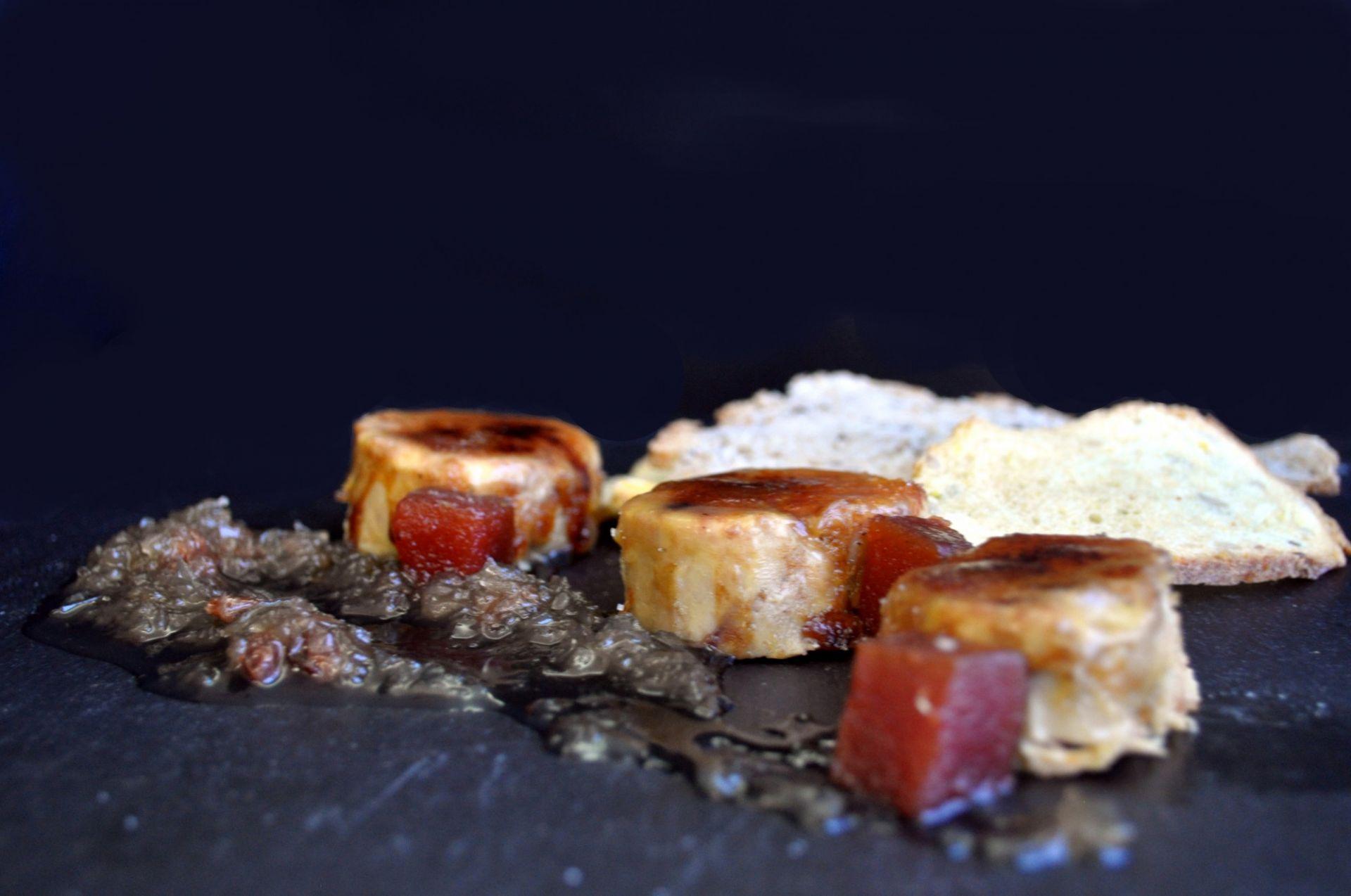 Micuit d'ànec amb codony i melmelada de ceba agredolça
